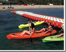 Canoe in polietilene per mare laghi e fiumi for Cabine per laghi